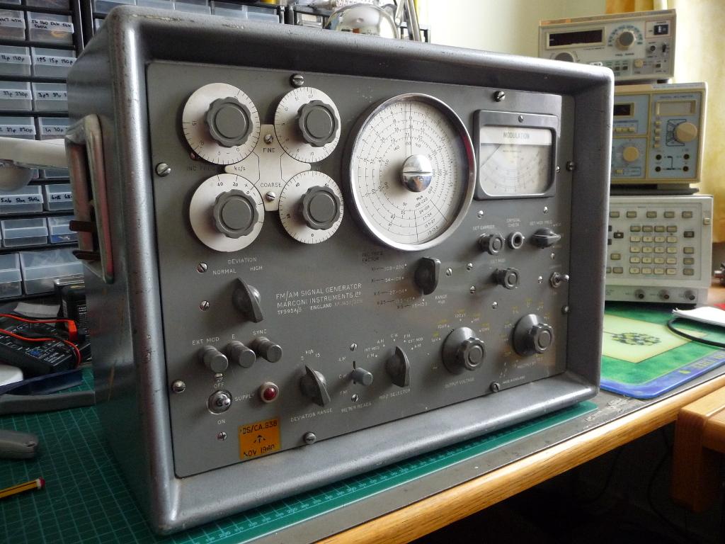 Marconi signal generator image 1